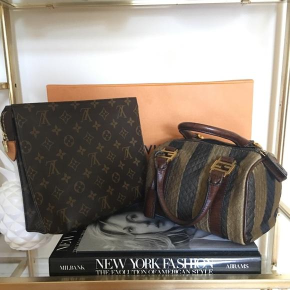 b89f4681f2df Louis Vuitton Handbags - Louis Vuitton Toiletry 26